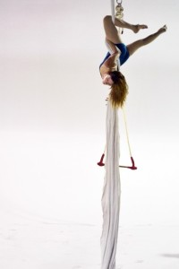 """Tangle rehearsing """"Loop."""" Photo by Jenny Kerrigan and the Temple News."""