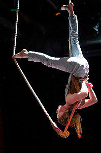 Life Lines - Tangle's circus-theater in the 2017 Fringe Festival